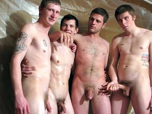 De jongens genieten van de golden shower
