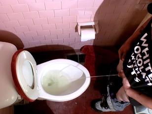 Spuiten en plassen in de badkamer